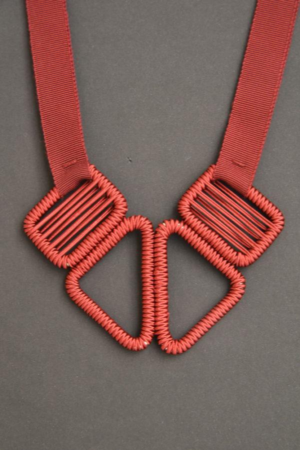 collier-ruban-olgajeanne-sophie-baillet-métal-rouge