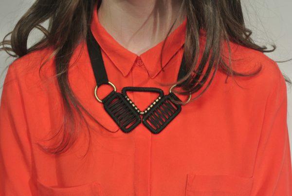 collier-ruban-olgajeanne-sophie-baillet-métal-noir-ruban