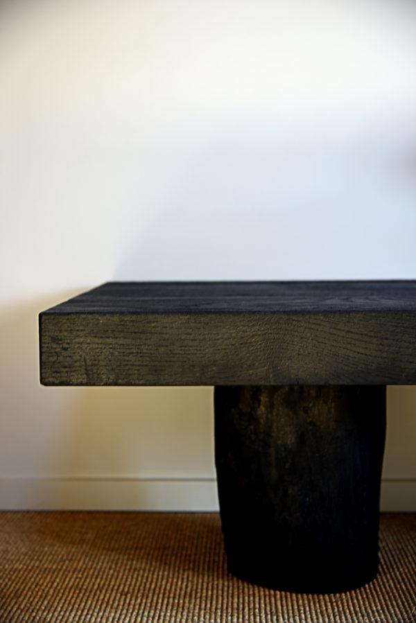 Table basse pieds rondins Bois brûlé Sébastien Krier wabisabi galerie boutique ouvrage aix en provence
