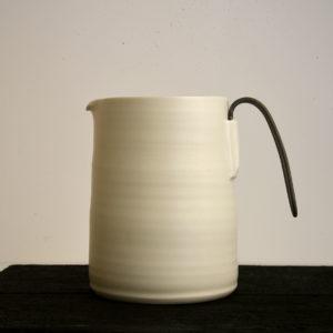 Pichet anse métal Porcelaine Nathalie Audibert Céramique ouvrage boutique créateur