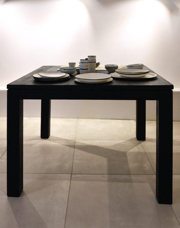 Table repas carré Bois brûlé Sébastien Krier wabisabi galerie boutique ouvrage aix en provence